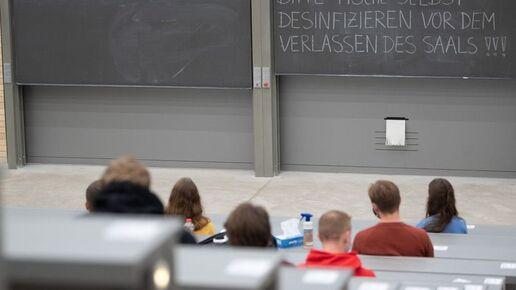 Ausländische Studierende unterstützen Sprachunterricht